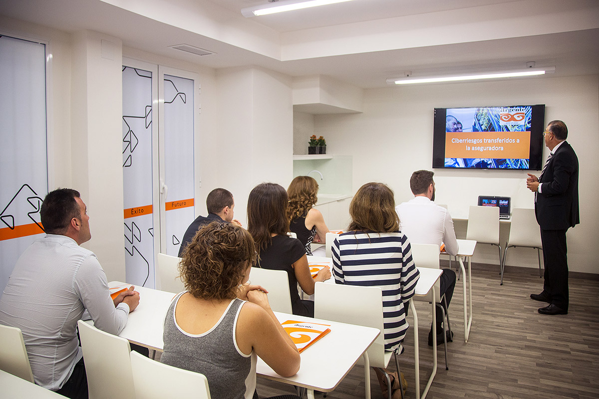 argente-correduria-de-seguros-en-valencia-instalaciones-slide-4